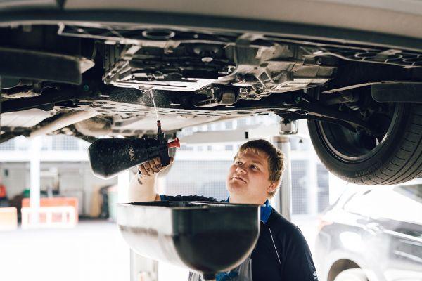 autozangerl-corporateimage-werkstatt-kg-9670A441D1F8-C9B3-22DC-4F00-8D48885B7D46.jpg